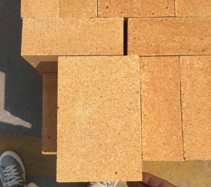 低铁粘土砖